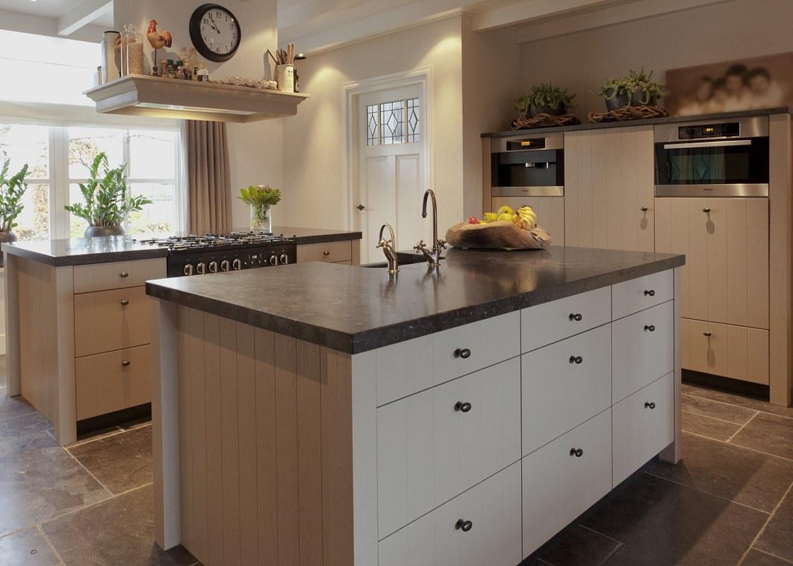 Design keuken met keukeneiland in zwart schmidt
