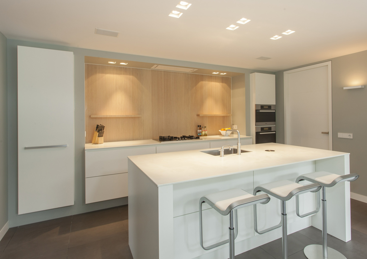 Moderne U Keukens : Modern hout in u vorm thijs keukens
